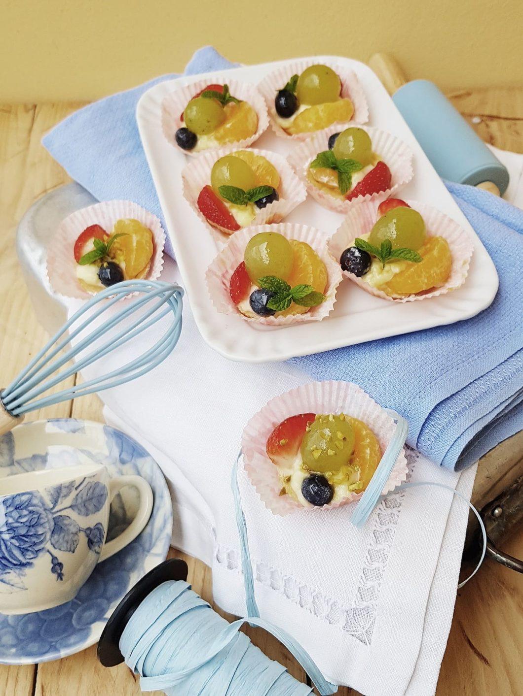questa immagine rappresenta Crostatine alla frutta con crema all'Amasake ricetta di pasticciandoconlafranca