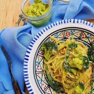 questa immagine rappresenta spaghetti di timilia con pesto di broccoli e nocciole ricetta di pasticciandoconlafranca