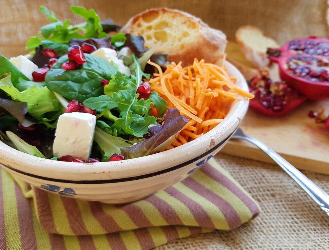 questa immagine rappresenta insalatona mista autunnale ricetta di pasticcianconlafranca