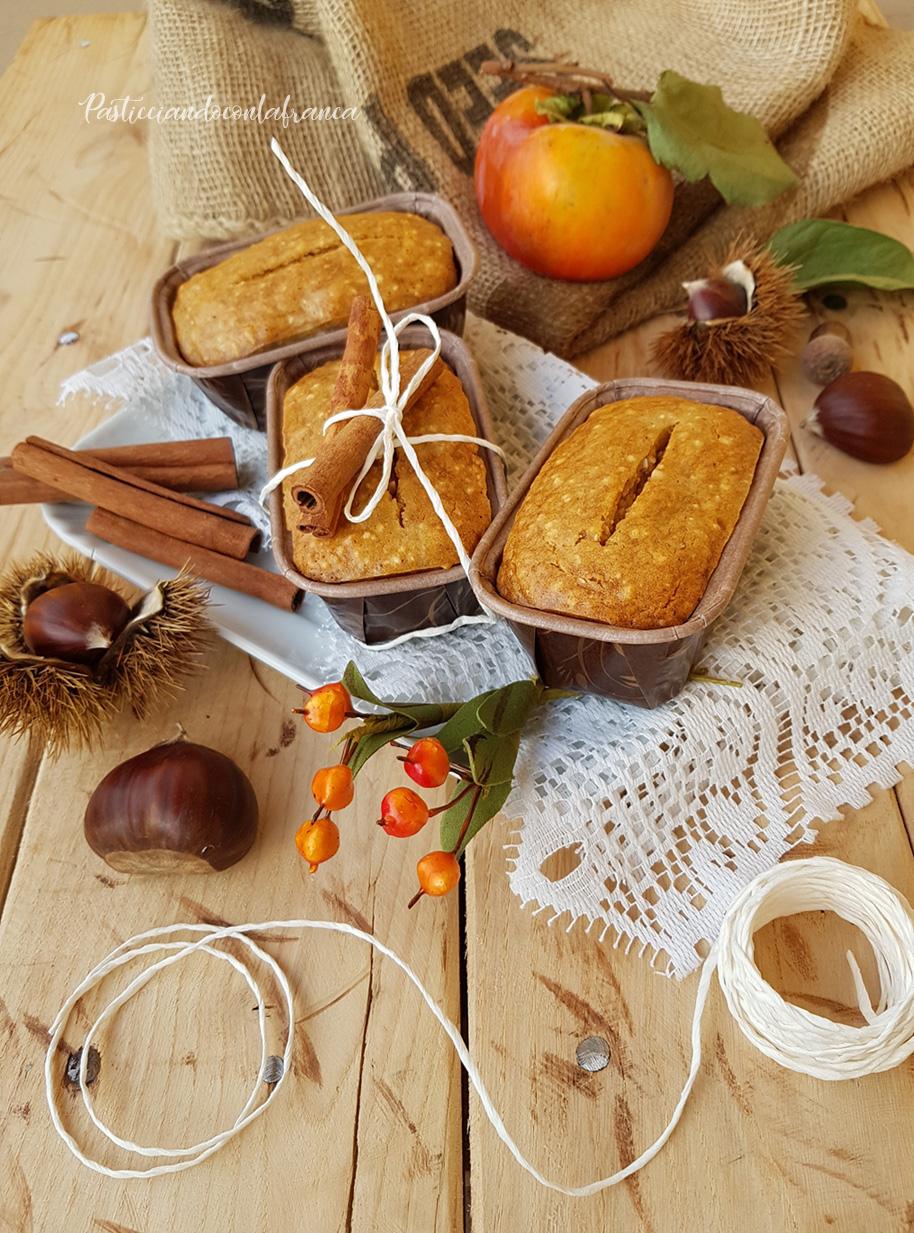 questa ricetta rappresenta i plumcake ai cachi e castagne ricetta pasticciandoconlafranca