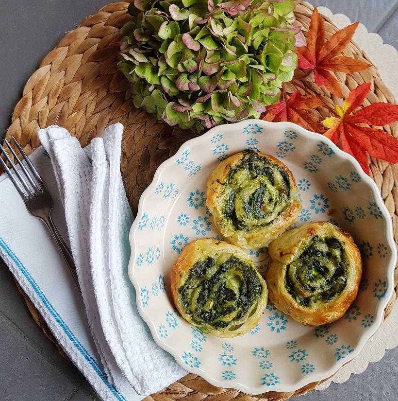 questa immagine rapprsenta rolls filanti agli spinaci ricetta di pasticciandocnlafranca