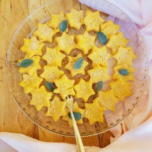 questa immagine rappresenta stelline di polenta e lenticchie ricetta di pasticciandoconlafranca