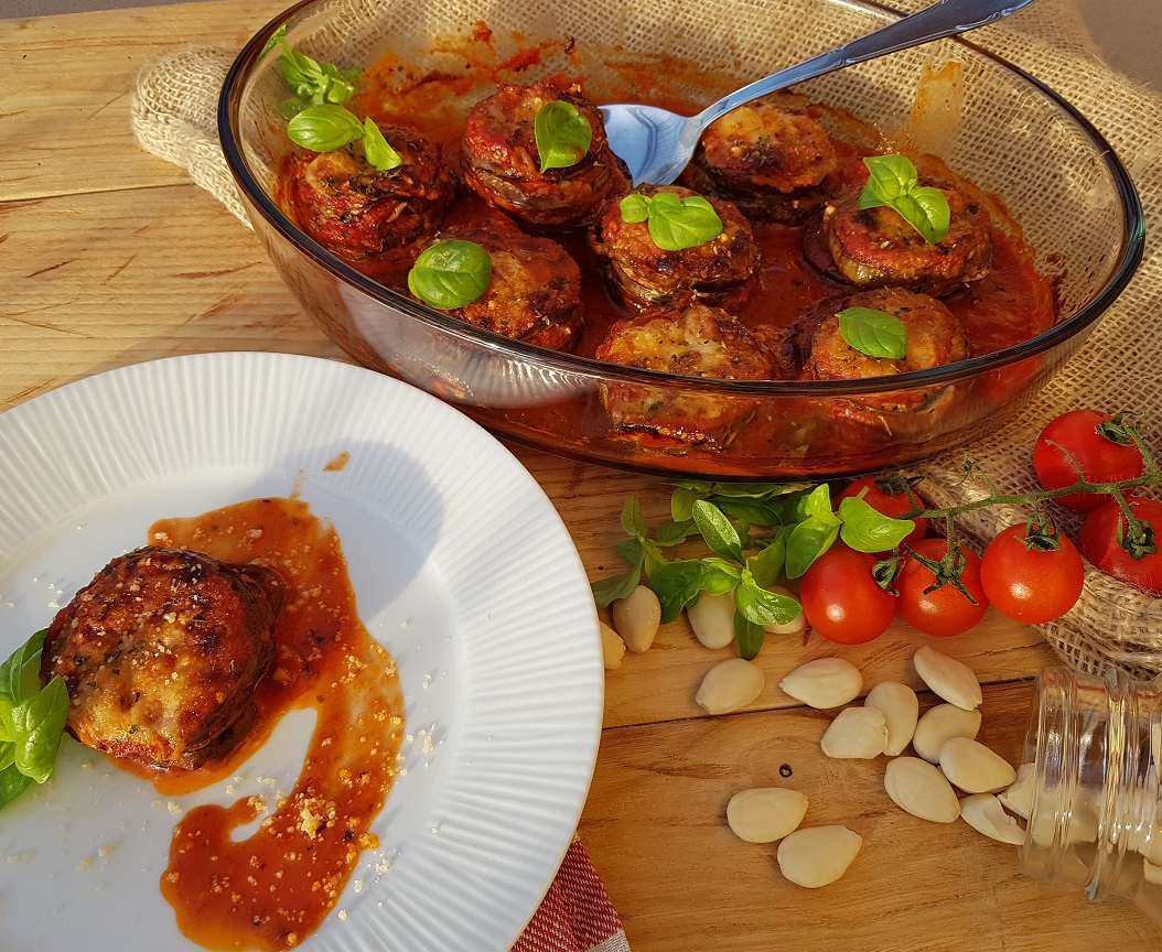 questa immagine rappresenta parmigiana di melanzane senza parmigiano ricetta di pasticciandoconlafranca