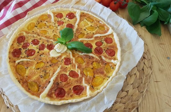 questa immagine rappresenta torta salata ai pomodirini confit ricetta di pasticciandoconlafranca