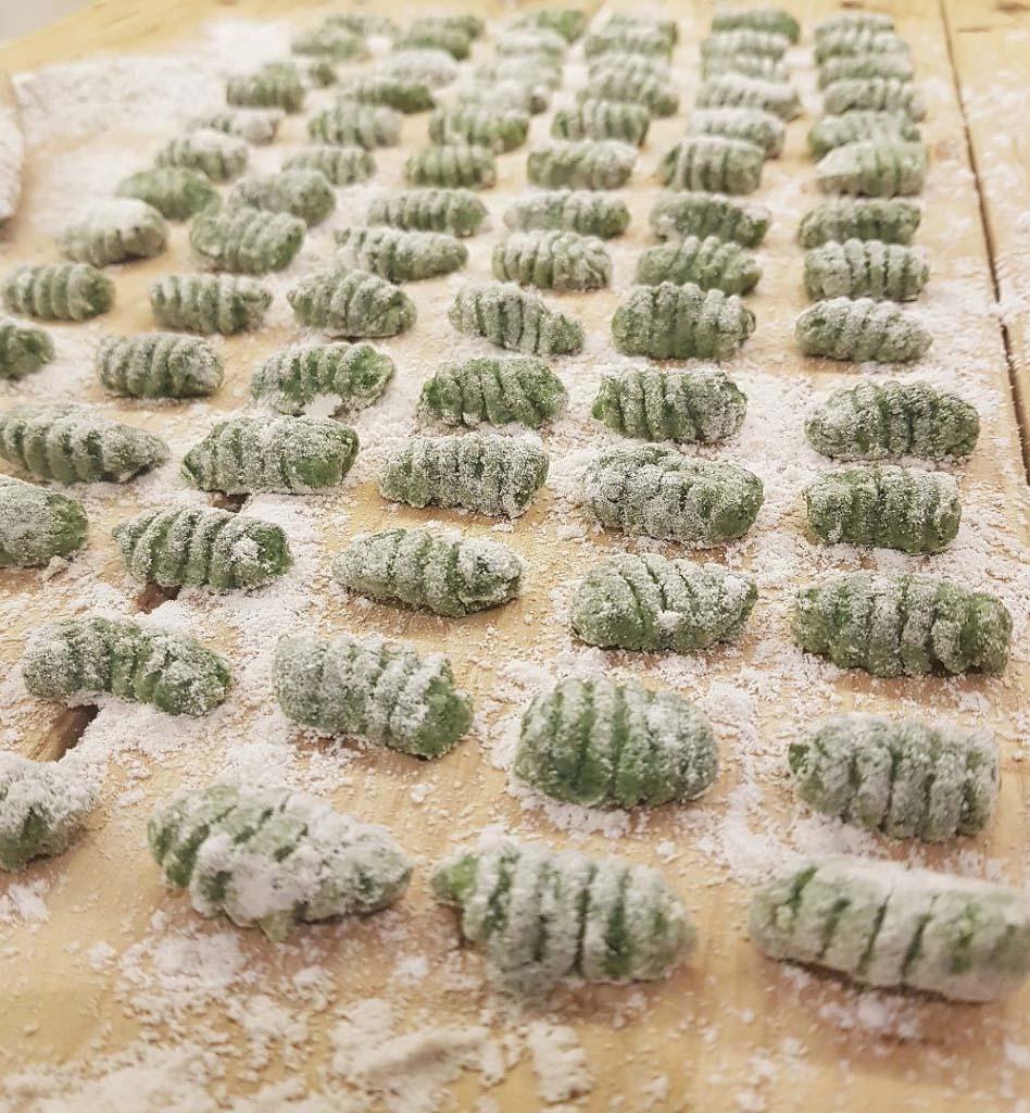 questa foto rappresenta gli gnocchi verdi al farro ricetta di pasticciandoconlafranca