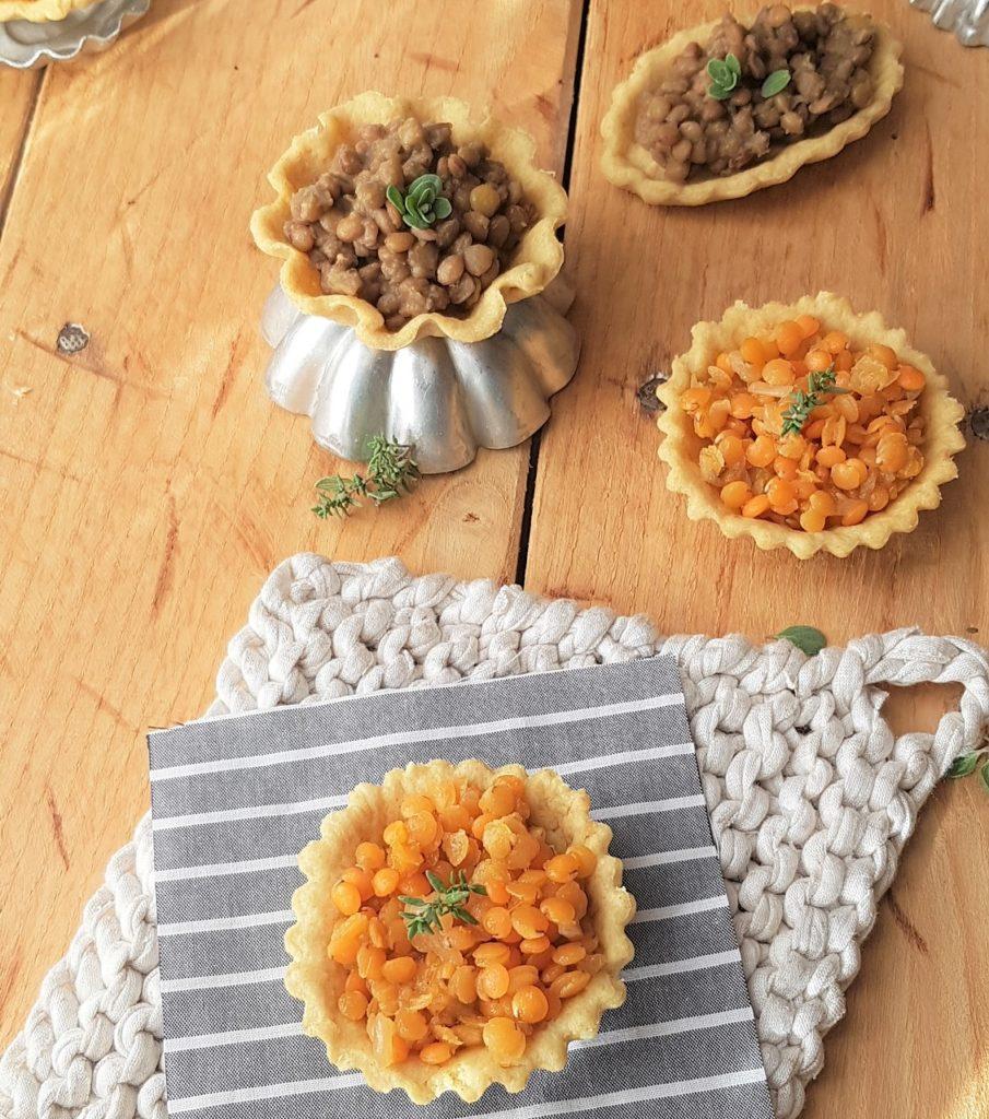 questa foto rappresenta le tartellette salate alle lenticchie ricetta di pasticciandoconlafranca