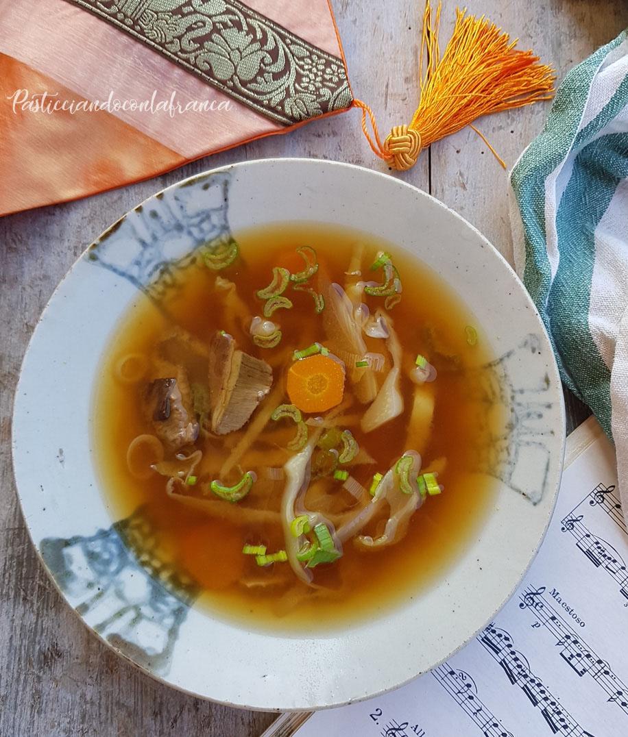 questa foto rappresenta zuppa di miso miso soup ricetta di pasticciandoconlafranca
