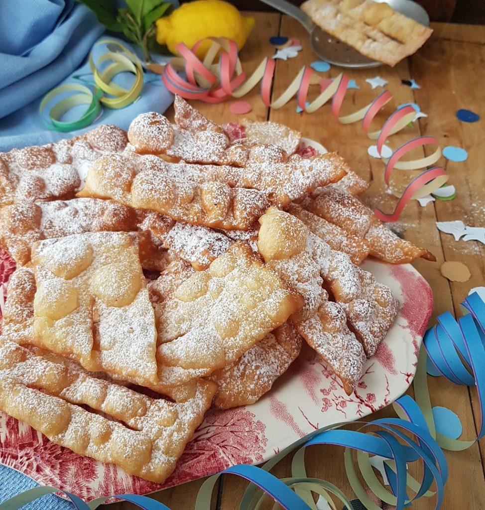 questa immagine rappresenta bugie di carnevale al farro ricetta di pasticciandoconlafranca ricette-vegane-pasticciandoconlafranca