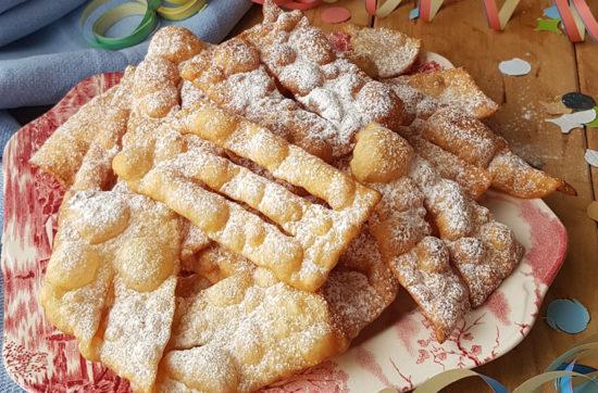 questa immagine rappresenta le bugie di carnevale al farro ricetta di pasticciandoconlafranca