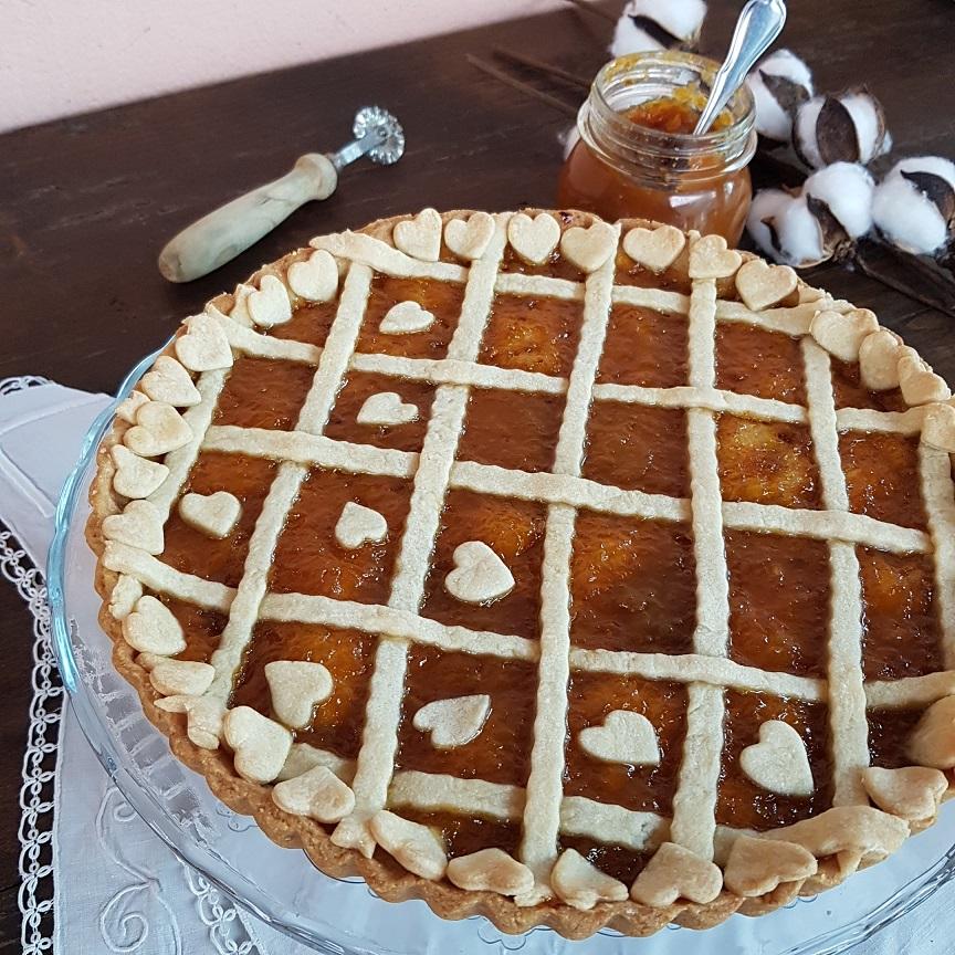 questa immagine rappresenta la crostata al farro e grano saraceno con marmellata di arance ricetta di pasticciandoconlafranca