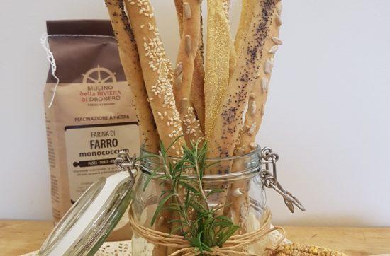 questa foto rappresenta i grissini al farro con semi misti ricetta di pasticciandoconlafranca