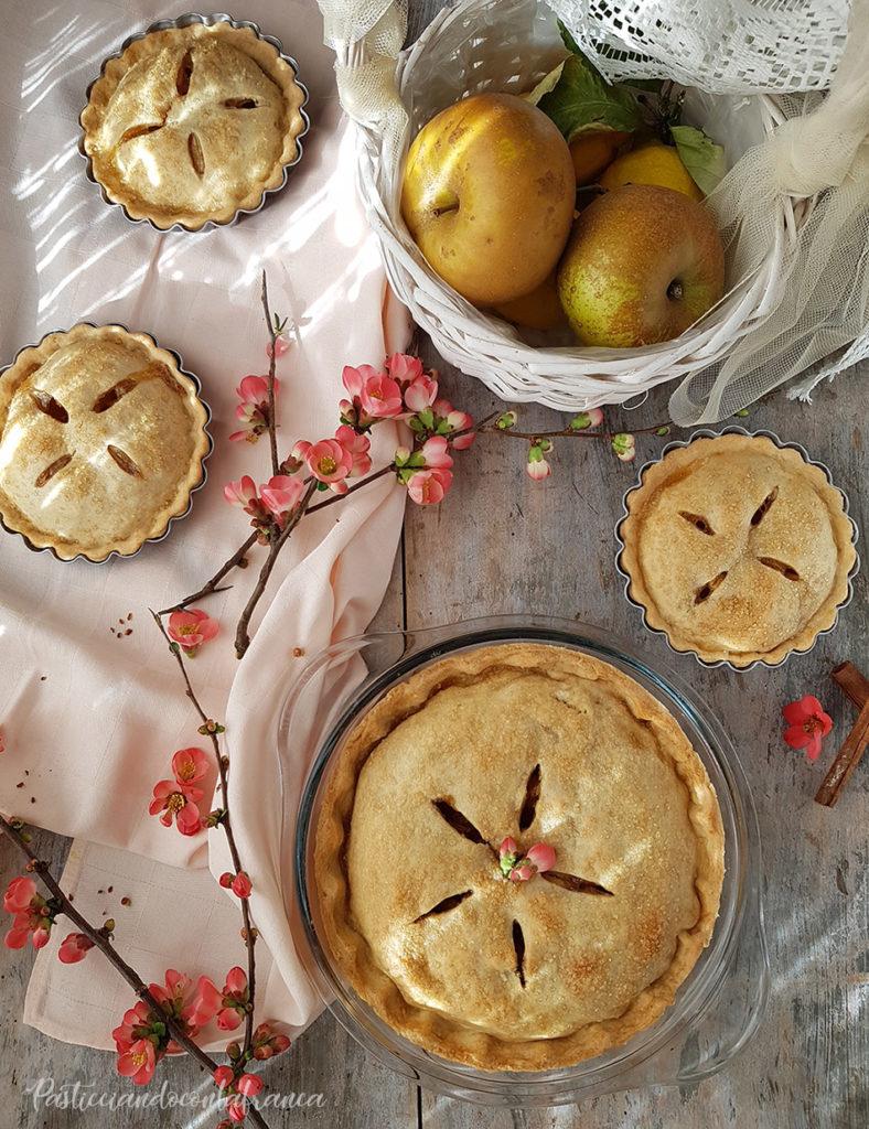 questa foto rappresenta la apple pie vegana dalla ricetta di pasticciandoconlafranca
