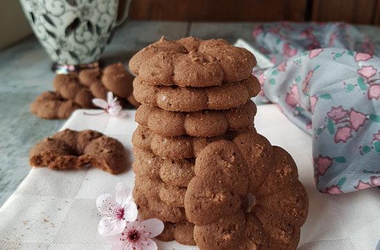 questa foto rappresenta i biscotti al cioccolato senza glutine realizzati con la sparabiscotti di pasticciandoconlafranca