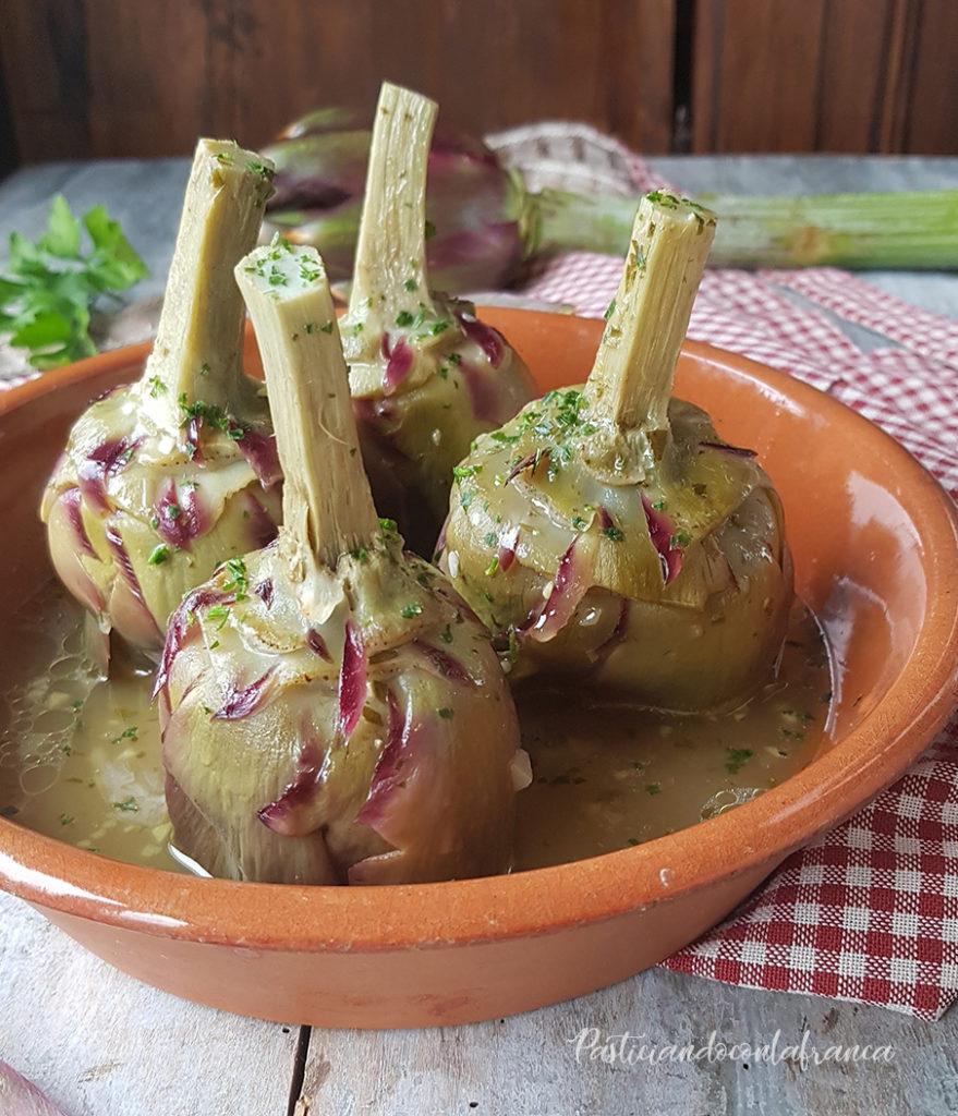 questa foto rappresenta i carciofi alla romana dalla ricetta di pasticciandoconlafranca