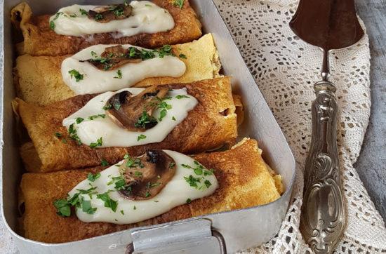 questa immagine rappresenta le crespelle besciamella e funghi champignon ricetta di pasticciandoconlafranca
