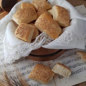 questa immagine rappresenta panini all'olio ricetta di pasticciandoconlafranca