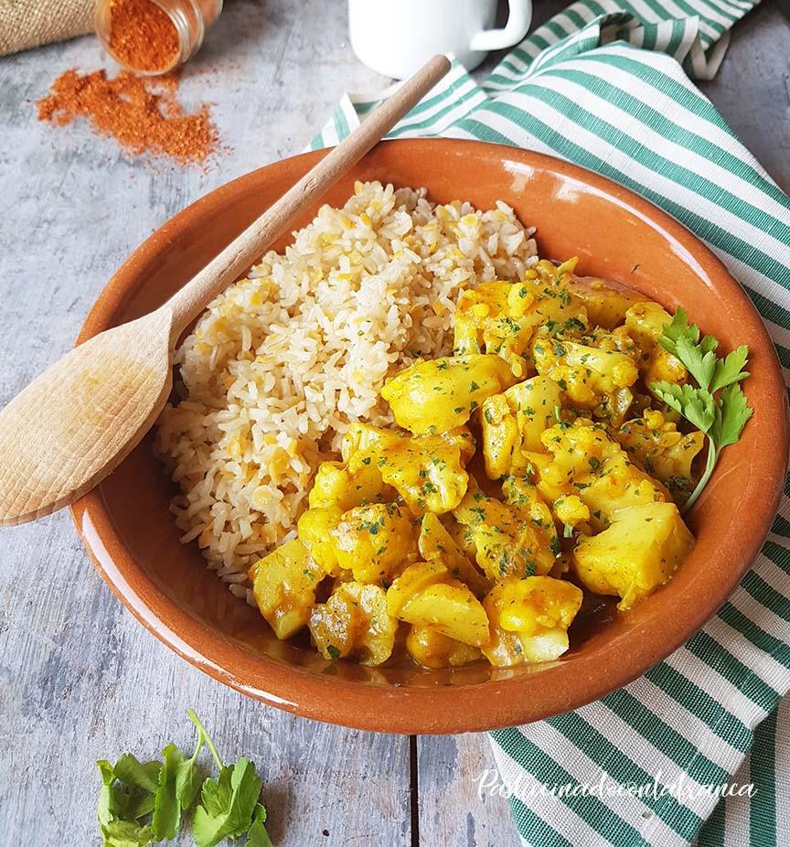 questa immagine rappresenta curry di cavolfiore con riso e lenticchie ricetta di pasticciandoconlafranca