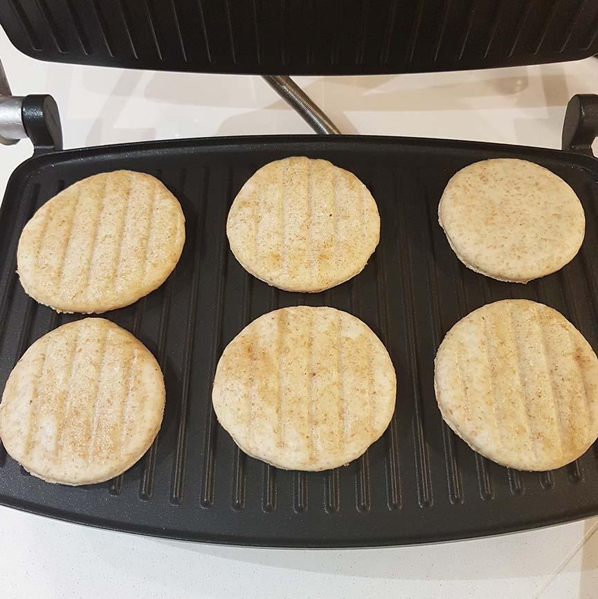 questa immagine rappresenta tigelle integrali al farro ricetta di pasticciandconlafranca