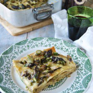 questa immagine rappresenta lasagna primavera asparagi e piselli ricetta di pasticciandoconlafranca
