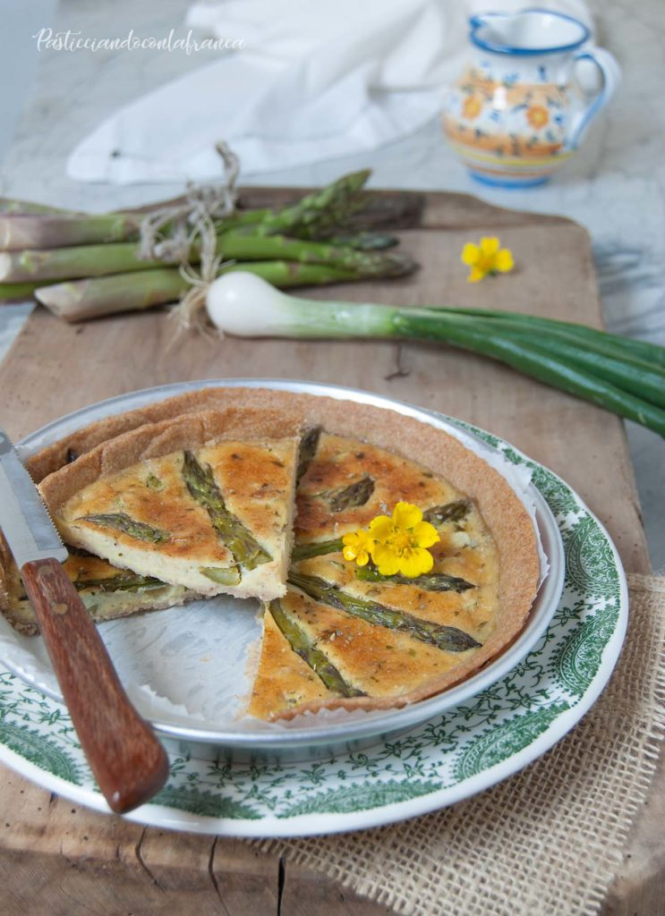 questa immagine rappresenta quiche integrale agli asparagi ricetta di pasticciandoconlafranca