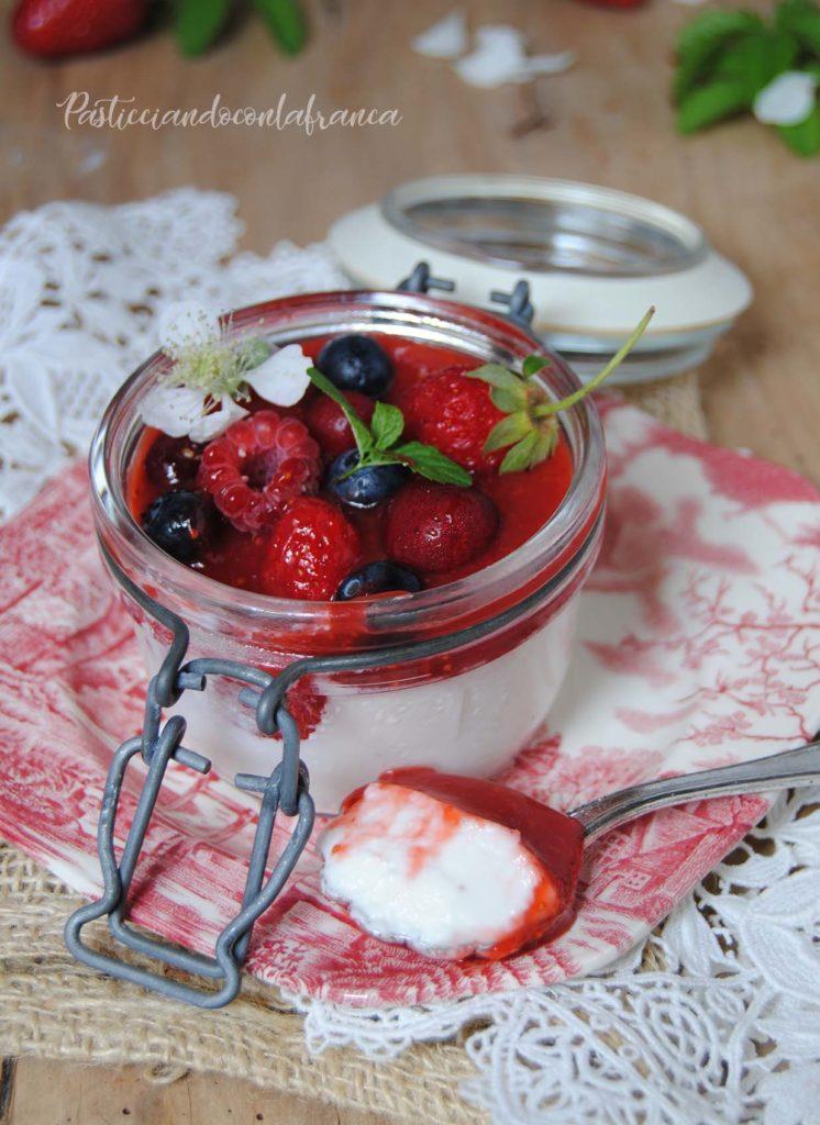 panna cotta vegetale ai frutti di bosco ricetta di pasticciandoconlafranca