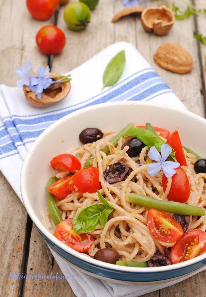 spaghetti integrali al pesto di noci e limone ricetta di pasticciandoconalfranca