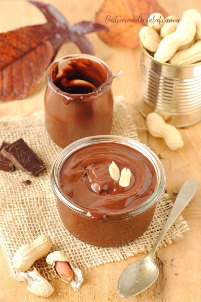 questa immagine rappresenta crema spalmabile cioccolato e arachidi ricetta di pasticciandoconlafranca
