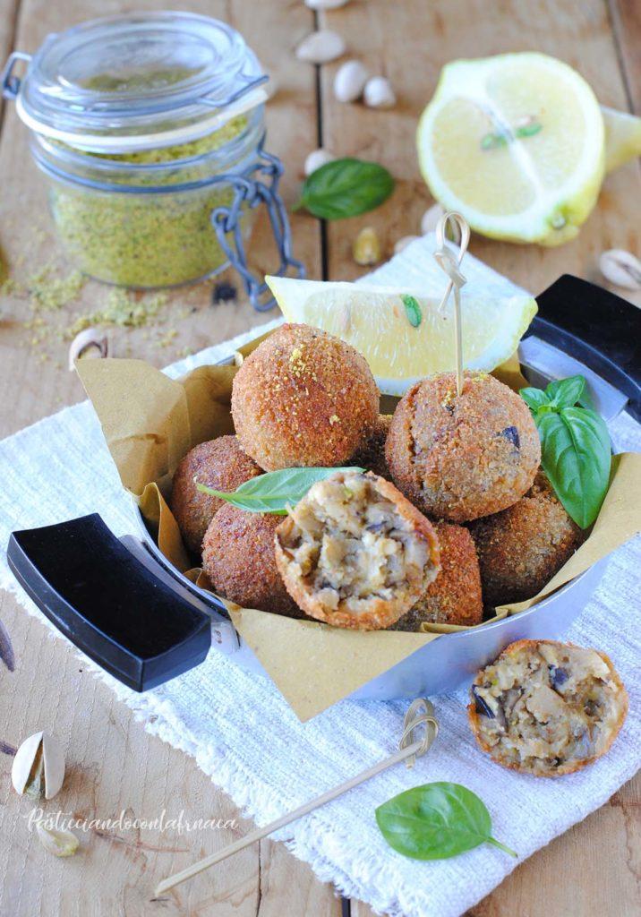 questa immagine rappresenta polpette di melanzane al pistacchio ricetta di pasticciandoconlafranca