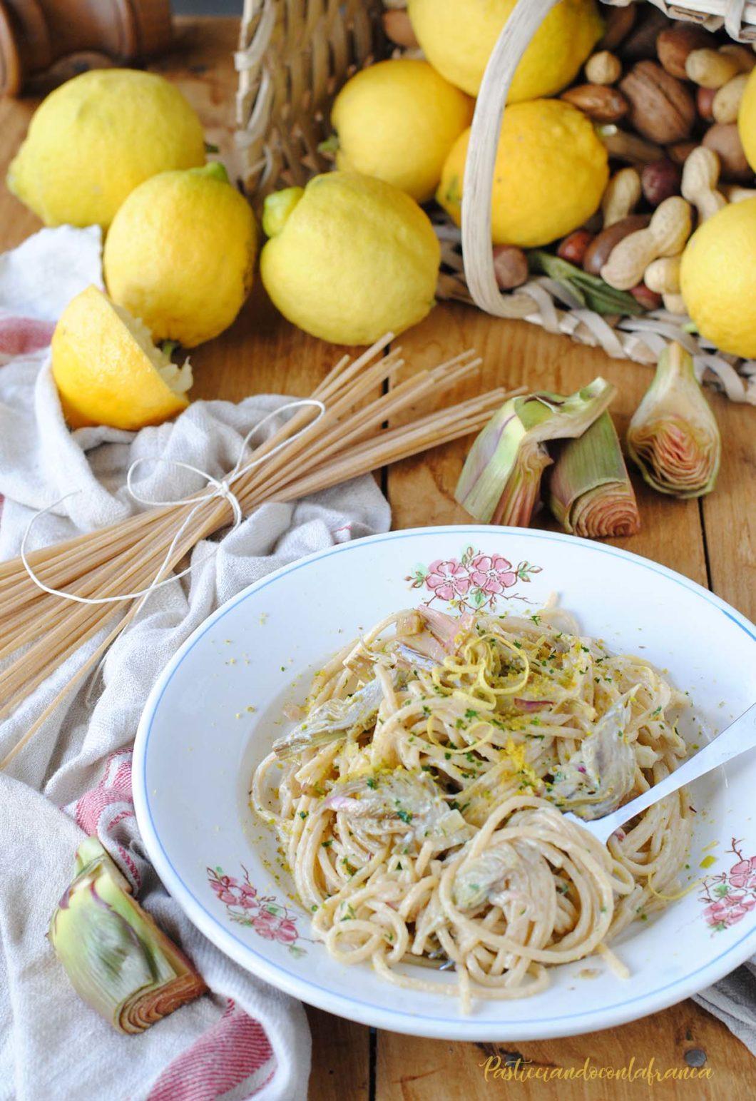 questa immagine rappresenta spaghetti integrali con carciofi e limone ricetta di pasticciandoconlafranca