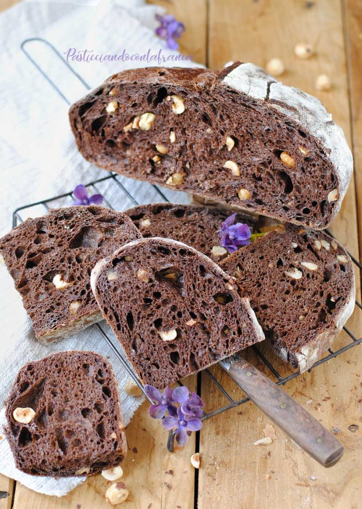questa immagine rappresenta pane al cacao e nocciole ricetta di pasticciandoconlafranca