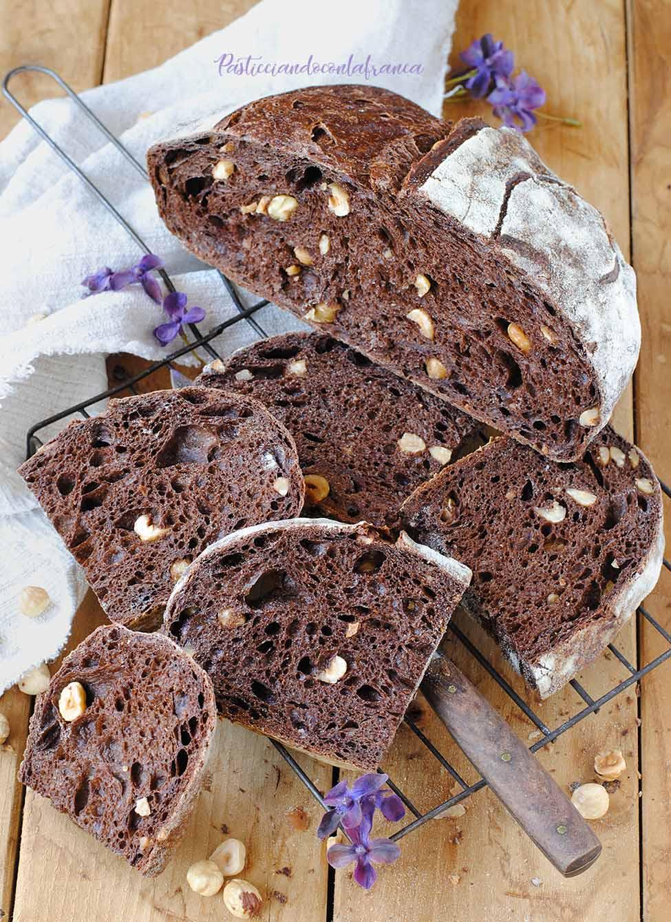 questa immagine rappresenta Il Pane al Cacao e Nocciole