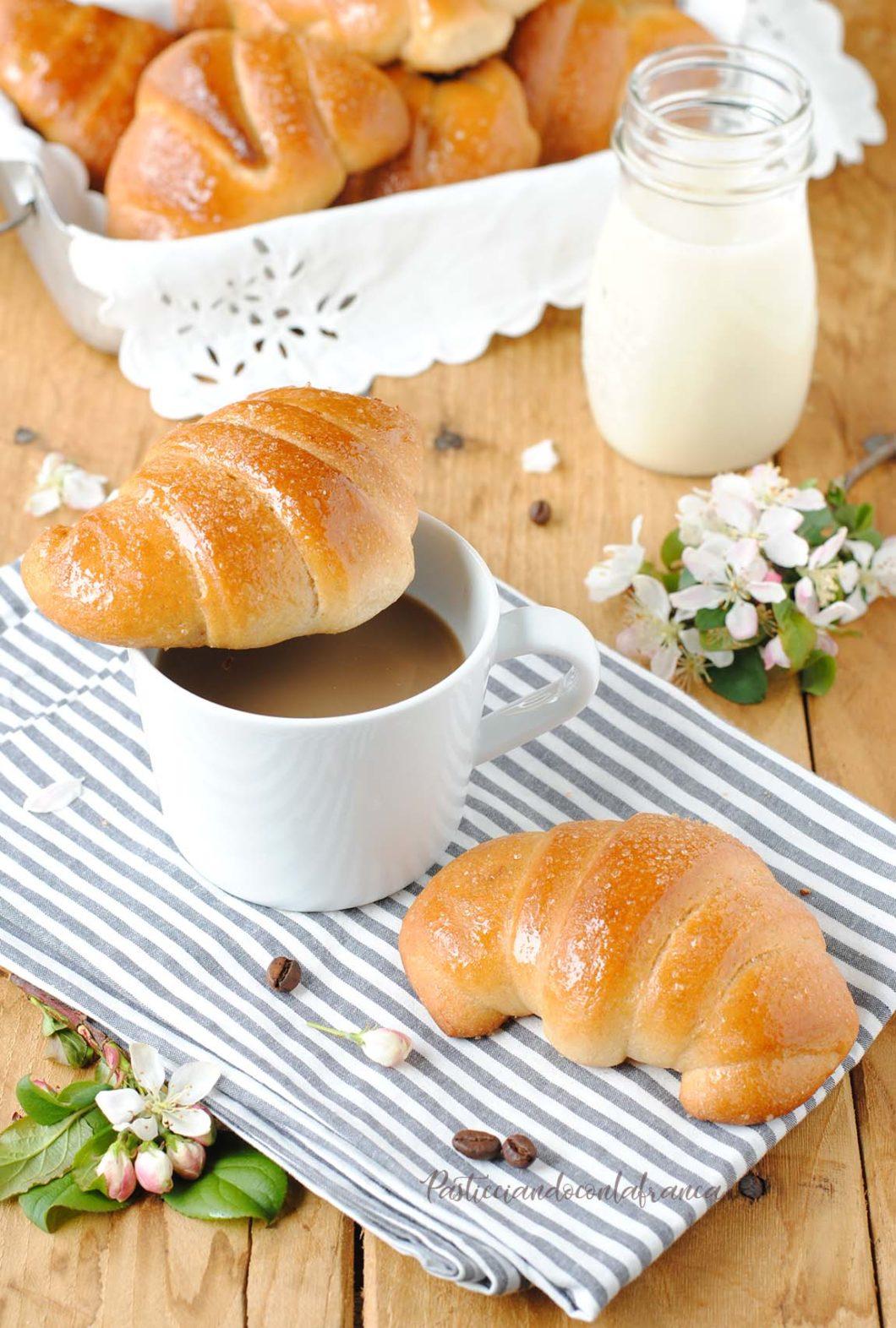 questa immagine rappresenta cornetti vegani fatti in casa ricetta di pasticciandoconlafranca