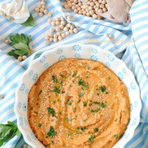 questa immagine rappresenta hummus ai peperoni ricetta di pasticciandoconlafranca