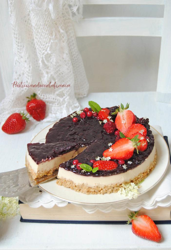 questa immagine rappresenta vegan cheese cake ai frutti di bosco ricetta di pasticciandoconlafranca