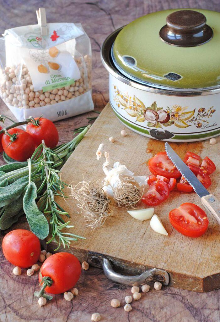 questa immagine rappresenta pasta e ceci alla napoletana ricetta di pasticciandoconlafranca