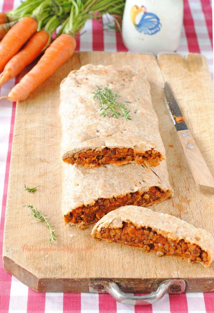 questa immagine rappresenta lo strudel salato alle lenticchie ricetta di pasticciandoconlafranca