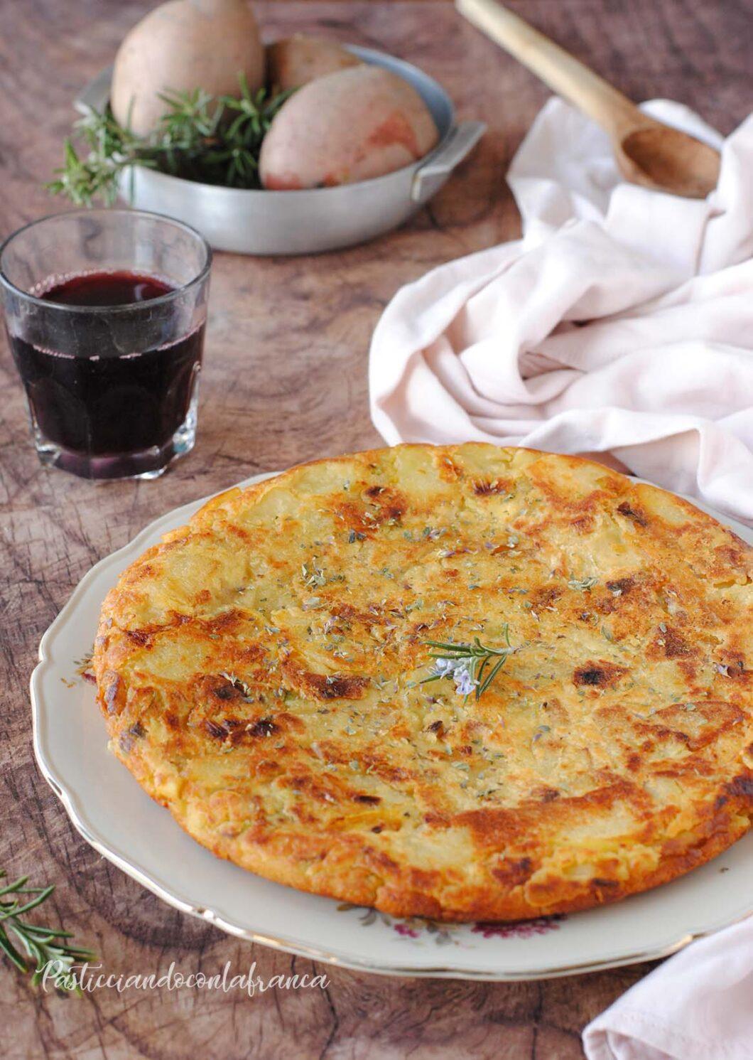 questa immagine rappresenta frittata di patate di nonna maria ricetta di pasticciandoocnlafranca