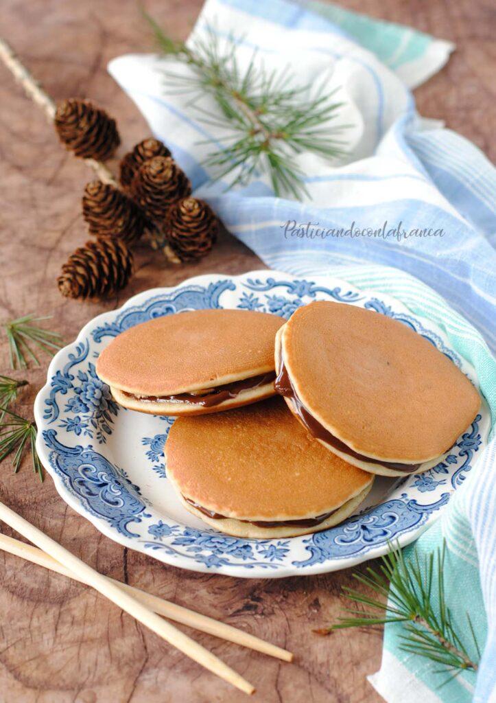 questa immagine rappresenta i dorayaki vegani al cioccolato ricetta di pasticciandoconlafranca