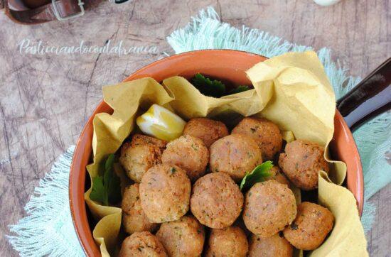 questa immagine rappresenta le polpette di pane vegane ricetta di pasticciandoconlafranca