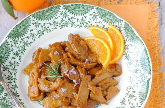 questa immagine rappresenta gli straccetti di seitan all'arancia ricetta di pasticciandoconlafranca