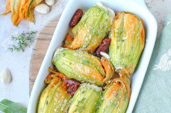 questa immagine rappresenta i fiori di zucchina ripieni ricetta di pasticciandoconlafranca