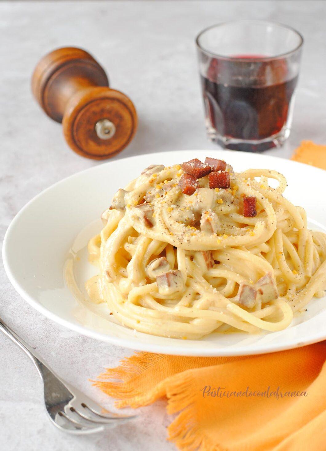 questa immagine rappresenta spaghettoni alla carbonara vegana ricetta di pasticciandoconlafranca